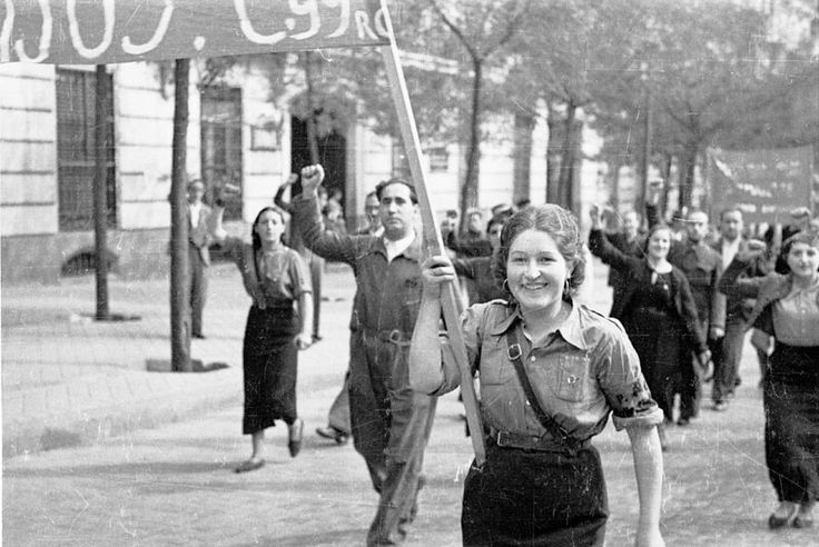 Manifestación popular noviembre 1936 por la calle de Genova