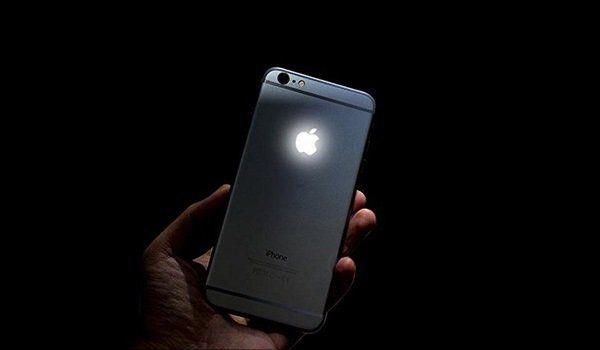 Apple regista quedas nas receitas pela primeira vez desde 2001