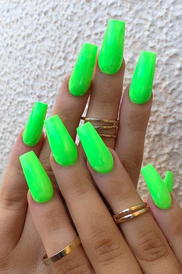 23 Neon Green Nails Will Inspire Your Summer Manicure In 2020 Green Acrylic Nails Lime Green Nails Neon Green Nails