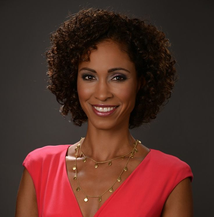 Sage Steele, an Indiana University alumna who is one of today's most accomplished sports television personalities, will speak at IU Bloomington's undergraduate commencement ceremony May 9.