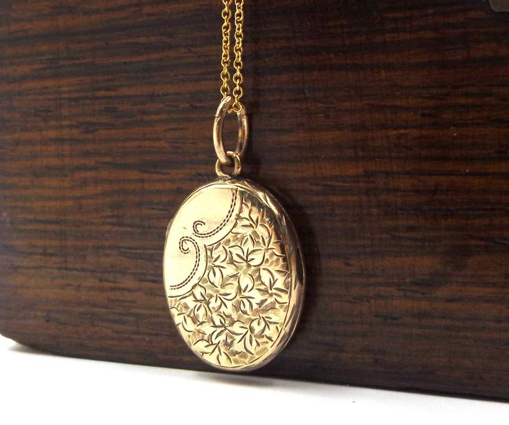 9k Victorian Locket Necklace | 9ct Gold Back And Front Locket | Antique Engraved Locket Pendant by DaisysCabinet on Etsy
