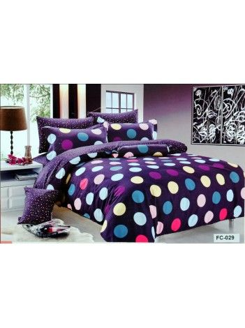 The polkadotted pattern on the bedsheet is very reminiscent of nightlife, discos and all things fun! #ValtellinaOnPinterest