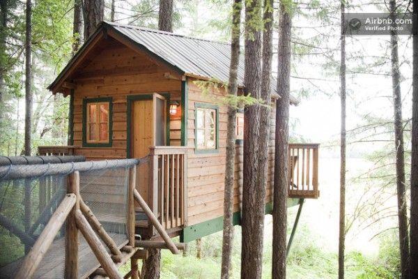 sleeper treehouse cabin 01 600x400   Treehouse Cabin Rental in Cave Junction, Oregon