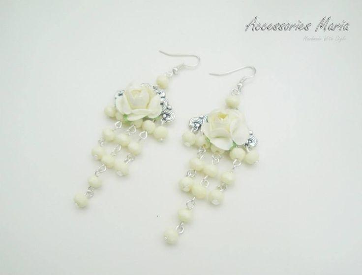 Cercei crem cu trandafir (20 LEI la AccessoriesMaria.breslo.ro)  #earrings #flowers #roses #handmade #AccessoriesMaria