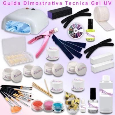 Il kit che vi arriverà comprende: - 1 lampada UV da 36W + 4 bulbi da 9W ciascuno  - Primer 15 ml - 100 pads  - 100 cartine nail form  - 1 Gel UV base 15ml  - 1 Gel UV costruttore 15ml  - 1 Gel UV bianco 5ml   - 3 Gel UV uv colorati 5ml - 1 Gel UV sigillante lucidante 5ml  - 1 cleaner 100ml  - set pennelli  - 4 lime quadrate o dritte  - 4 lime banana o mezzaluna - 1 buffer 3 lati  - 2 buffer mattoncino  - 1 colla per tip 3g  - 100 tips naturali  - 4 bastoncini in legno  - 3glitter - 1 ruota…