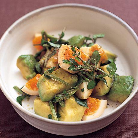 しょうゆ卵とアボカドのサラダ   瀬戸口しおりさんのおつまみの料理レシピ   プロの簡単料理レシピはレタスクラブネット
