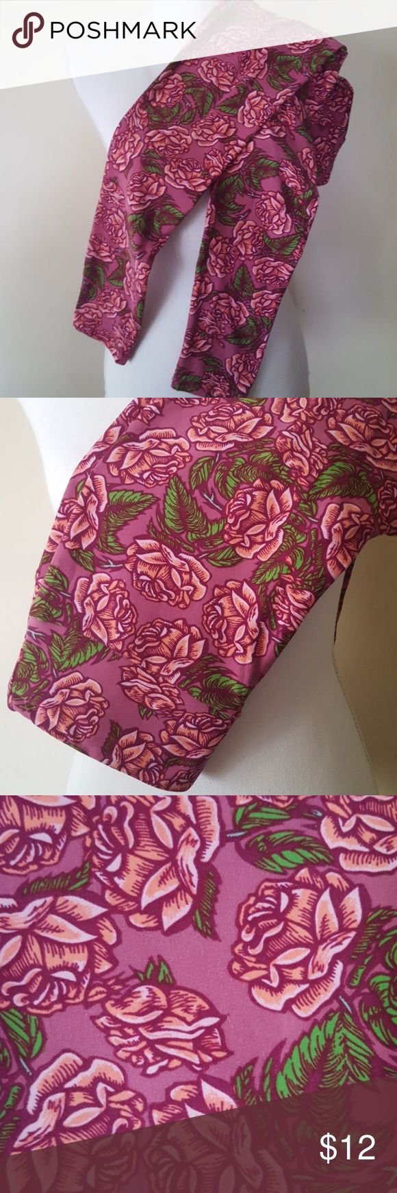 Lularoe Leggings Floral OS Lularoe Leggings Floral Deep Mauve/Pink/Green fabric of 92% polyester 8% spandex. Marked size OS/One Size. Pre owned EUC. Please review pics. Thanks! Lularoe Pants Leggings