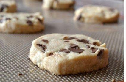 Uzun zaman önce tadına bakıp müptelası olduğum ama tarifini kaybettiğim o nefis kurabiyelere kavuştum yine. Un kurabiyesini eminim herkes sever ama bu öyle değişik öyle muhteşem bir tat ki, …