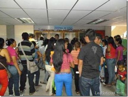250 pacientes diarios en la tarde atiende consulta externa del Razetti Barinas - http://www.leanoticias.com/2013/04/20/250-pacientes-diarios-en-la-tarde-atiende-consulta-externa-del-razetti-barinas/