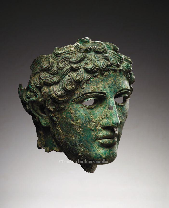 Tête masculine, civilisation romaine, Rome. / Antiquité : Arts grec, hellénistique et romain. / Musée Barbier-Mueller, Genève.