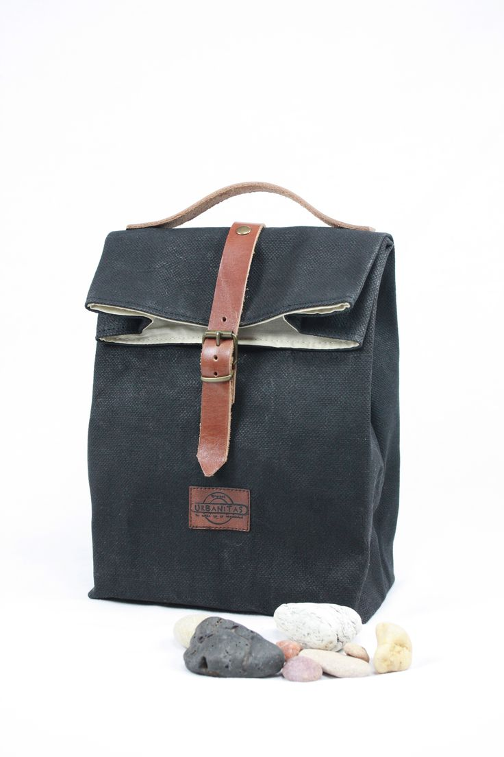 Lunch bag WAXED CANVAS  BLACK, lunch bag tote, lunch bag waxed canvas, bolsa de almuerzo, waxed canvas tote, lona encerada, lunch bag leather, tote waxed canvas, bolsa de merienda, bolso para la merienda, waxed denim tote, worldmap, mapa del mundo, lunch bag flowers,sac á lunch, lunch bag lienzo,lunch bag canvas, lunch bag denim,tote bag denim canvas.
