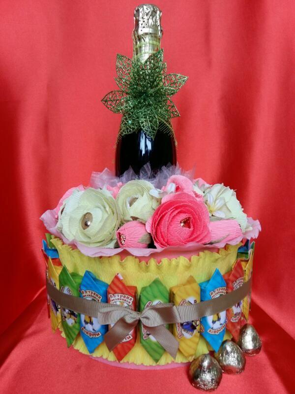 """Торт """"Ирина"""" с шампанским внутри. Конфеты вокруг и в цветах. Ручная работа."""