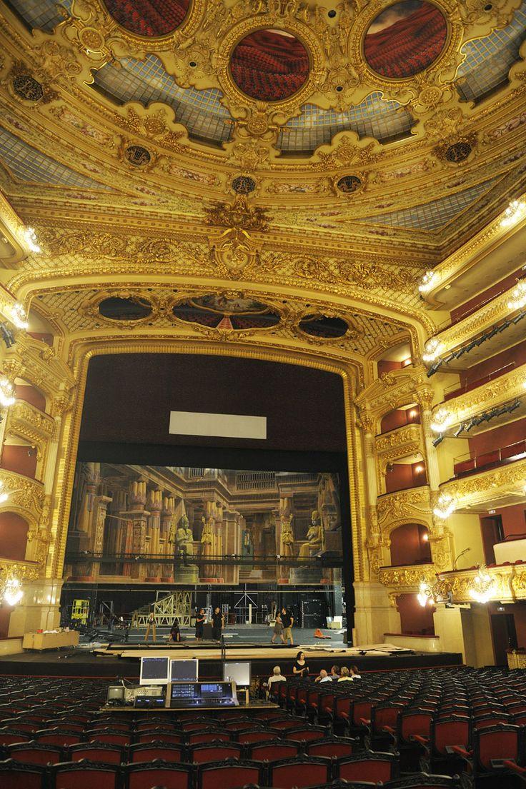 28. Gran Teatre del Liceu Barcelona es ba inagurar el 4 d'abril de 1847