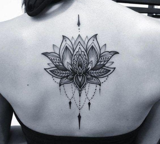 Erfahren Sie mehr über die Tattoo-Weibliche Blüte der Lotus und finden Sie mehr als 30 faszinierende Fotos von tattoos, die Sie begeistern wird zu erstellen. Alle tattoo Frauen Lotus Blume ist schö…