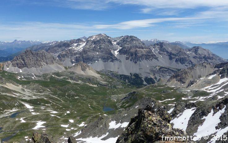 Les Rois Mages sont une chaîne de 4 sommets sur la frontière franco-italienne. Carte 25 000 IGN Névache-Mont Thabor 3535 OT. De Sud-Est en Nord-Ouest Pointe Gaspard 2808 m. Pointe Melchior 2948 m. Pointe Balthazar 3153 m. Le chaînon culmine à la Roche...