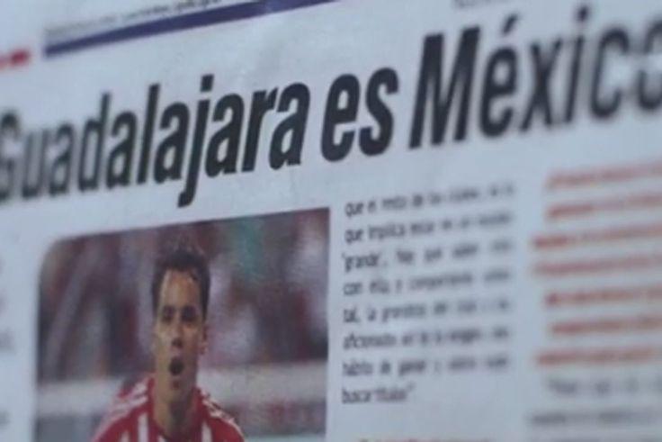 CHIVAS RESPONDE AL VIDEO DEL CENTENARIO DE AMÉRICA El Rebaño aprovechó el lanzamiento de su nueva playera para responder a las Águilas. El CEO de Grupo Omnilife explicó que las Águilas tienen más títulos, pero no más grandeza que el Rebaño.