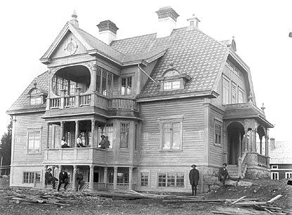 Some of the most beautiful houses I know of were built in Skyttmon, Jämtland (Sweden). This is Markusgården.