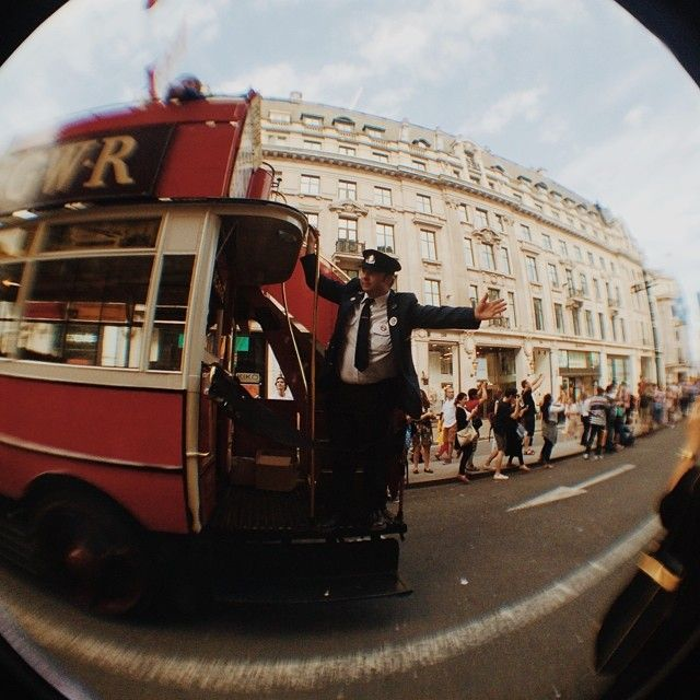 A flashback of 1910s London #vscocam #yearofthebus #regentstreet #london - Irisyitzu