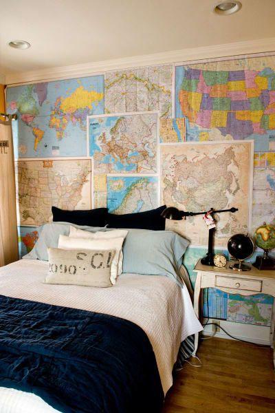 Desde mapas vintages, de un país en particular o del mundo entero... mientras más variedad, mejor se verá la pared.