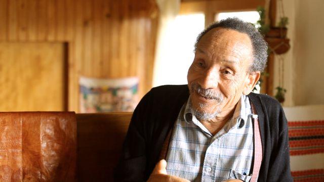 Confortablement installé dans l'intimité de sa maison en Ardèche, Pierre Rabhi nous a accueilli longuement pour discuter des problématiques du monde moderne et nous donner son point de vue sur l'attitude à adopter pour les prochaines générations. Philosophe et agriculteur... #featured #interview