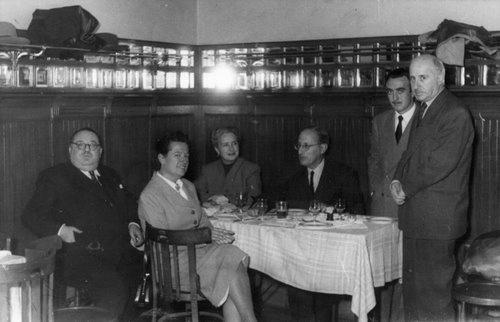 Cayetano Alcázar, Carmen Conde, Amanda Junquera, Jorge Guillén y Antonio Oliver, Madrid, octubre de 1951.