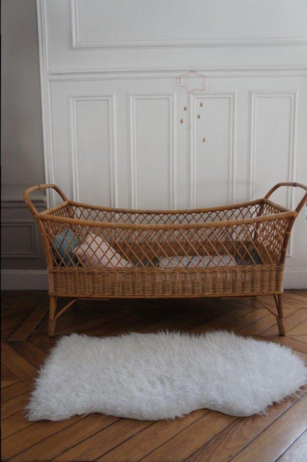 Lit Bébé Vintage Rotin Sur Www.petit Toit.fr