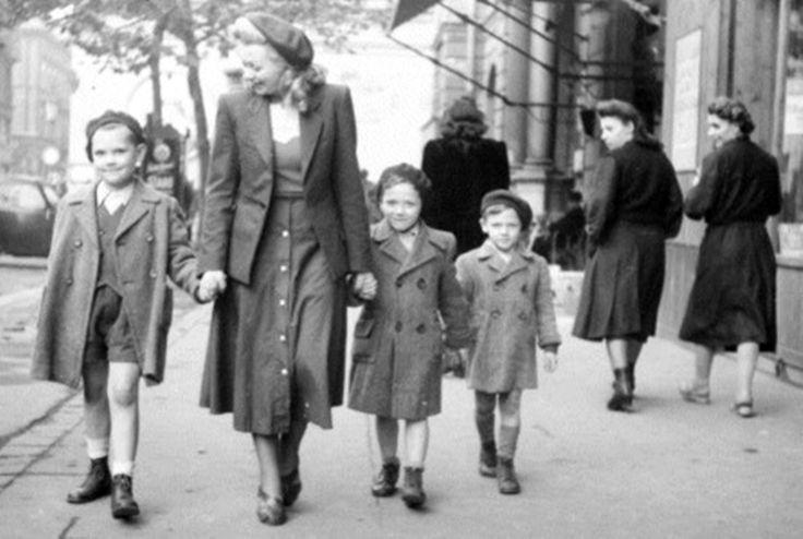 Nőnek lenni 1956-ban