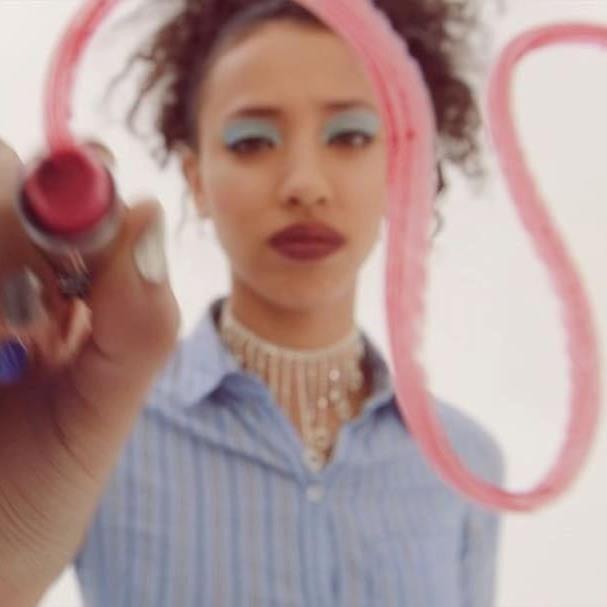 Марк Джейкобс выберет моделей в Instagram   Хотите стать моделью в рекламной кампании Marc Jacobs Beauty, бренда косметики Марка Джейкобса? В таком случае не упустите свой шанс! Кастинг длится только до 5-го декабря.  В официальном аккаунте марки на Instagram размещено видео с правилами участия: «Запости видео с хэштегом #CastMeMarc, расскажи, что вдохновляет тебя в индустрии красоты и моды, и объясни, почему Марк должен выбрать именно тебя».   Принять участие в конкурсе (или своего рода…