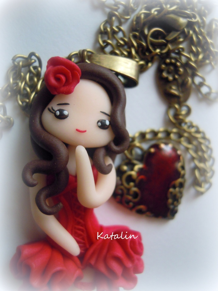 Little chibi inspired Moulin Rouge. She is entirely handmade with polymer clay (FIMO). The chibi measures 6 cm, while the necklace 55 cm. Made by Katalin Handmade (2013)