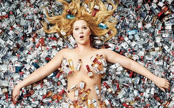 """Amy Schumer thanks magazine for not Photoshopping her (""""proud size 6 yo!"""")"""