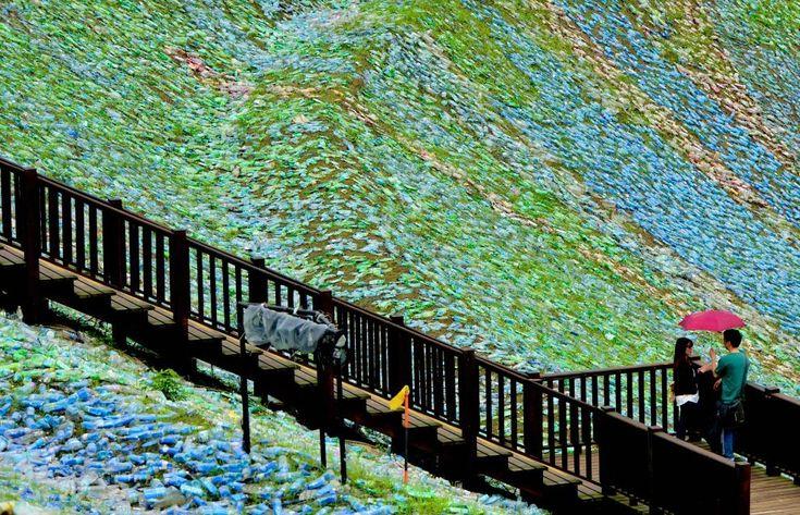 Sembra un quadro di Vincent van Gogh, e a giudicare dal nome dell'opera l'intento era proprio quello. 'The Starry Paradise', così