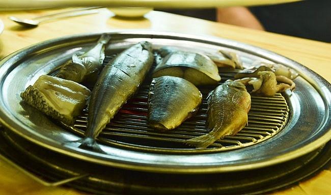 """[강원도, 속초 맛집] 88 팔팔 생선구이 - 노릇노릇 구워지는 생선에 밥 한그릇 뚝딱 속초 """"88 팔팔 생선구이"""" :: 네이버 블로그"""
