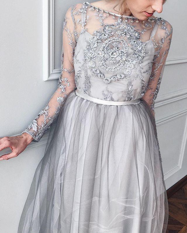Каждое платье живет только со своей хозяйкой☝️это например состоит из шелковой основы,невесомого фатина нескольких оттенков и кружева,расшитого вручную✨
