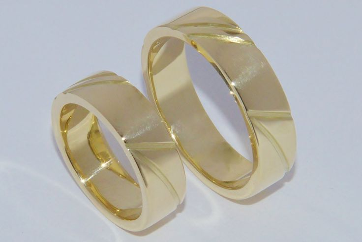 Yellow golden rings with their own handlines