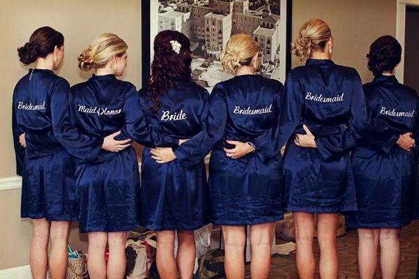 Batas para las damas de honor con sus nombres o títulos de cargo