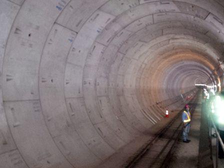 Pembangunan konstruksi dan pengeboran jalur bawah tanah Mass Rapid Transit (MRT) dari area transisi Bundaran Senayan menuju Bundaran HI telah mencapai 65 persen. Pembebasan lahan pun terus dikebut.