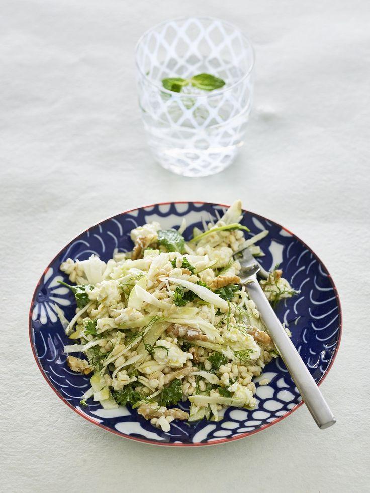 Heerlijke frisse tarlysalade met venkel, walnoten, witte kaas en groene appel!