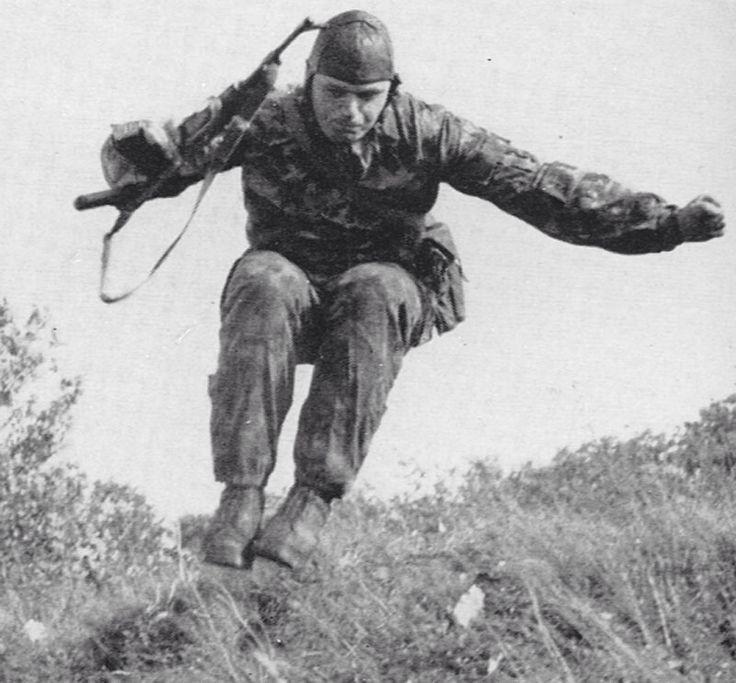 Paratrooper training/Ausbildung von Fallschirmspringer