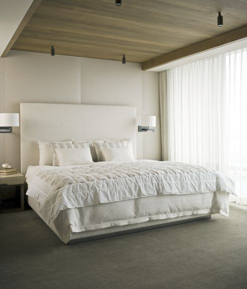WHITE BED Another great example that all white does not have to be country. Dherering Hall - Christian Grevstad