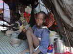 Kekeringan hebat sepanjang tahun warga Somalia kelaparan  (Arrahmah.com)  Hari-hari terakhir kabar tentang kering dan gersangnya Somalia melesat diperbincangkan. Sebabnya satu kekeringan Somalia di awal tahun 2017 bukan lagi urusan sepele. Kekeringan ini berubah menjadi krisis kemanusiaan skala masif. Kekeringan memicu matinya pertanian. Matinya lahan tani memicu kelaparan jutaan orang. Kelaparan memicu rentetan kasus penyakit menular serupa diare kolera dan malnutrisi akut. Dan akhirnya…