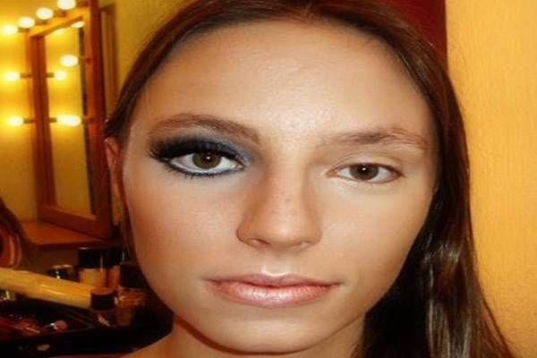Como AUMENTAR OS OLHOS com MAQUIAGEM - Super Dicas http://www.aprendizdecabeleireira.com/2016/03/como-aumentar-os-olhos-com-maquiagem.html