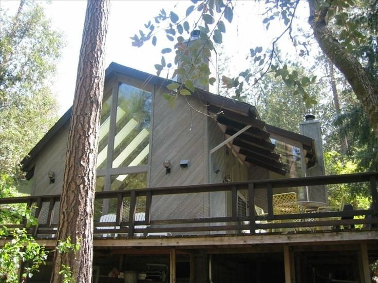 Creekside Cabin Near Yosemite National Park