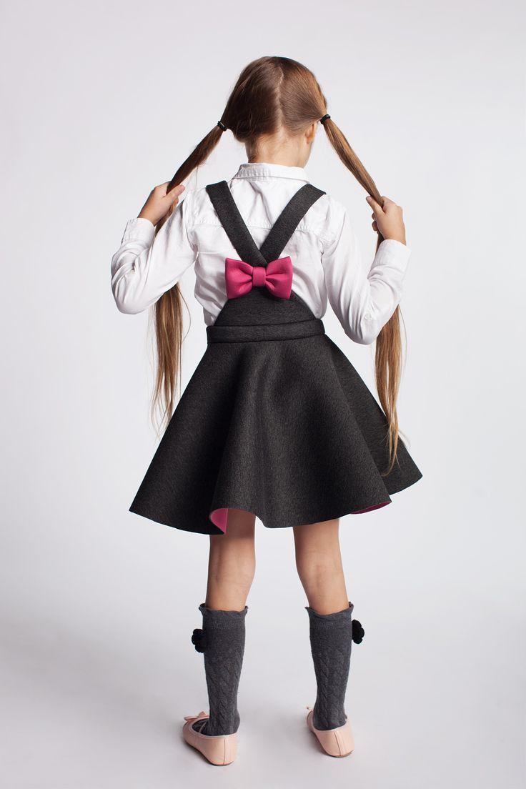 Sukienka z kokardką na plecach. https://kids.showroom.pl/marki/137,dodo