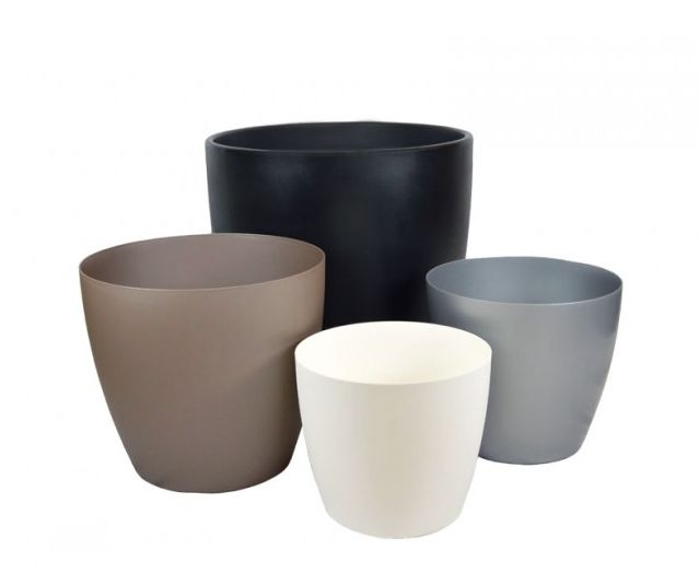 Harrison planters in different sizes