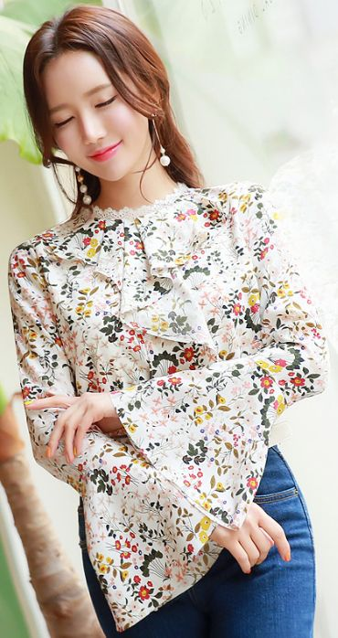 StyleOnme_Floral Print Bell Sleeve Lace Trim Ruffle Blouse #floral #spring #feminine #bellsleeve #ruffle #lace #koreanfashion #dailylook #kstyle