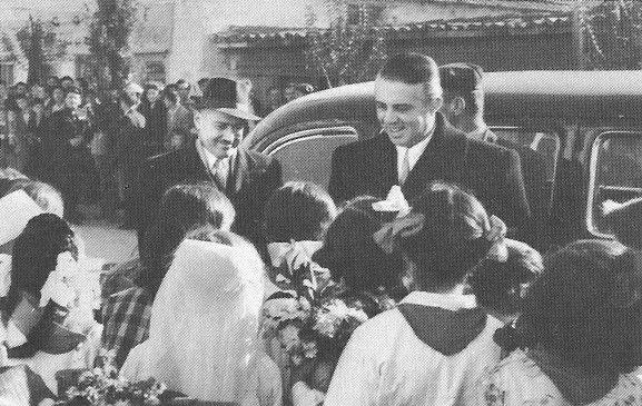 Enver Hoxha ne Vlore me rastin e 45- vjetorit te Pavaresis, 28 Nentor 1957.