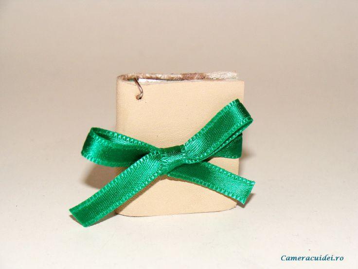 I want these pendants !!! #diy #book #pendant #miniature #tutorial