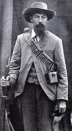 Hy het in 'n aantal veldslae diens gedoen, soos die Sekhukhune-oorlog van 1876, en later gedurende die Eerste Vryheidsoorlog (Eerste Boere-oorlog) van 1881, het hy as waarnemende Veldkornet gedien.  Hy is in 1885 as Kommandant van die Lydenburg Kommandos verkies. Met die uitbreek van die Tweede Vryheidsoorlog (Tweede Boere-oorlog) het hy as Kommandant-Generaal in 'n aantal veldslae gedien, insluited die Slag van Spioenkop en die Slag van Modderrivier, op 30 Oktober 1899.