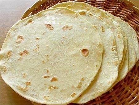 Ingrédients nécessaires » Pour 8 tortillas maison : 500 g de farine blanche ordinaire, 100 g de margarine végétale ou de beurre, 1 c à c de sel, 2 c...