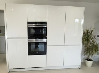 Awesome Brand New but Installed Nobilia Kitchen Island and Siemens Appliances